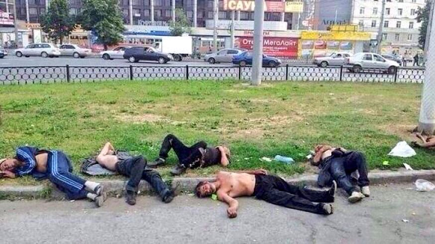 awesome-russia-lol-a-field-of-drunks