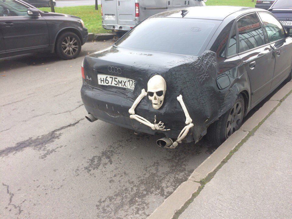 amazing-russia-halloween-car