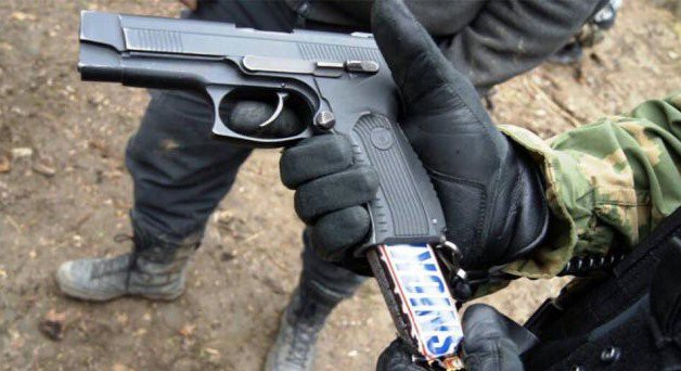 amazing-russia-snickers-gun