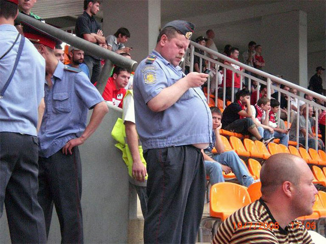 russian-police-fail-fottbal-texting