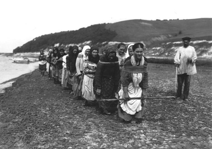 barge-haulers-burlak-women