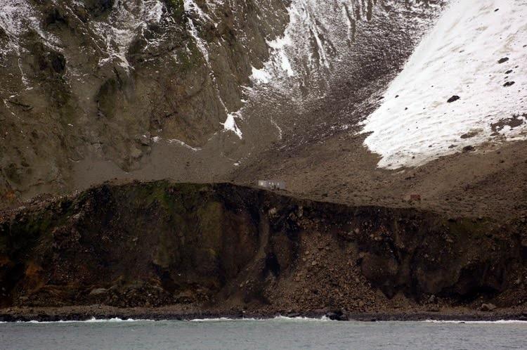 bouvet-island-original-norwegian-research-station