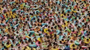 crowded-chinese-wave-pool