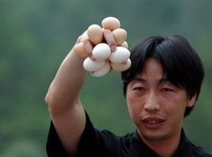 weird-china-egg-holding-contest-2