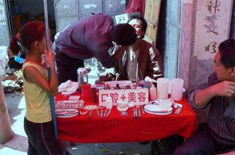 weird-china-street-dentist-2
