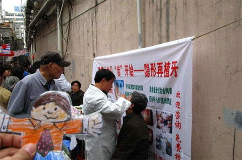 weird-china-street-dentist-3