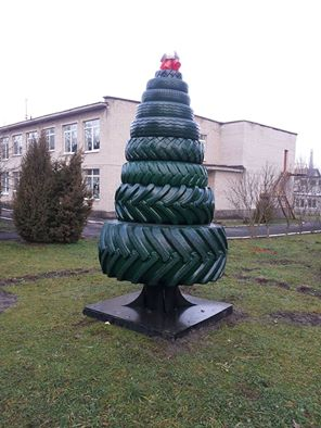 awesome-russia-car-tyre-christmas-tree