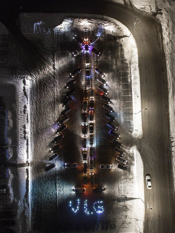 awesome-russia-christmas-car-tree