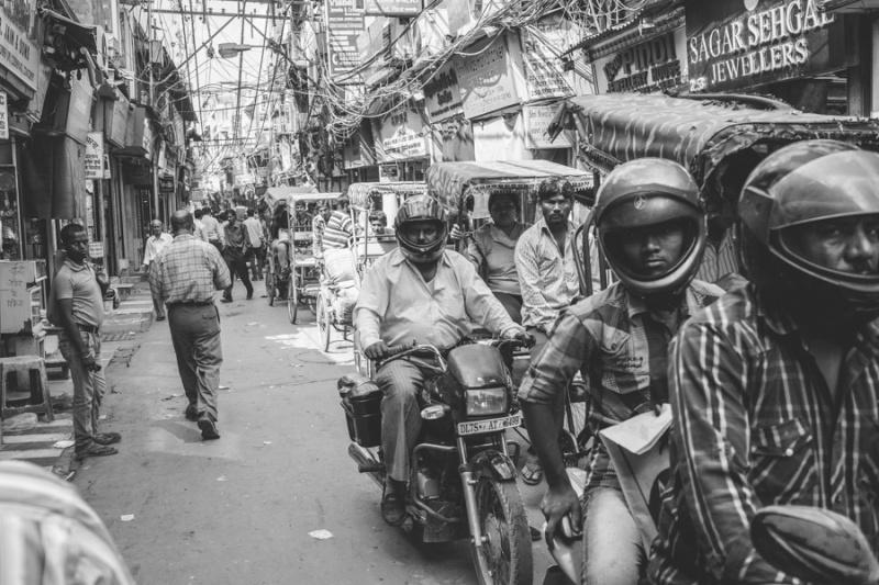 luc-kordas-india-motorbike