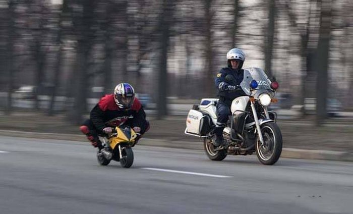 Awesome Russia - Mini Bike Race Police