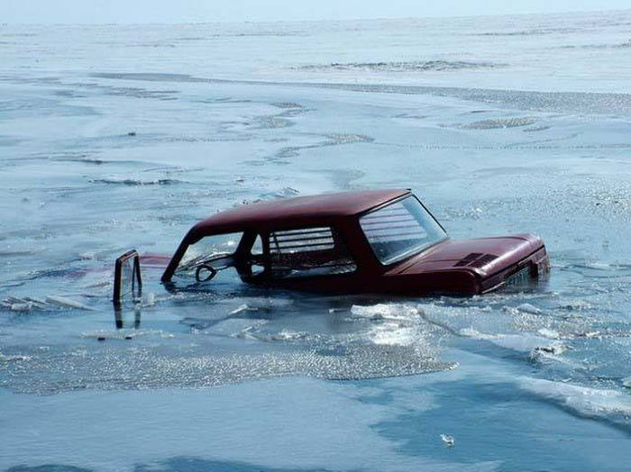 Awesome Russia - Sinking Car Ice