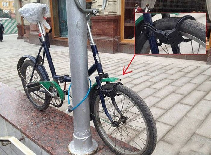 Photos From Russia - Handcuff Bike Lock