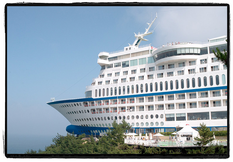 South Korean Hotel That Looks Like A Cruise Ship On A Cliff Lazer Horse
