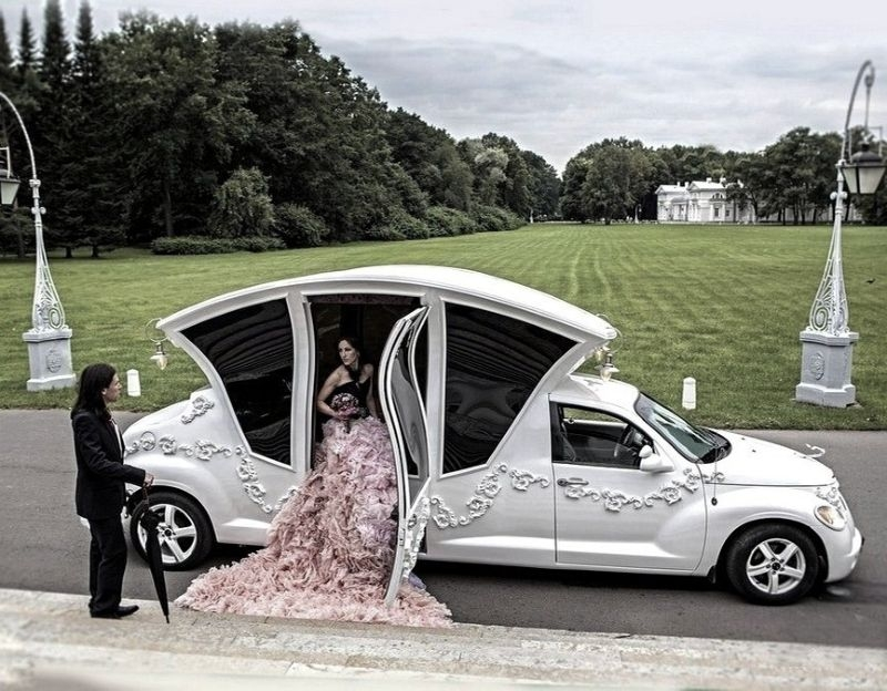 Car Weird Russian Wedding Limo In Use